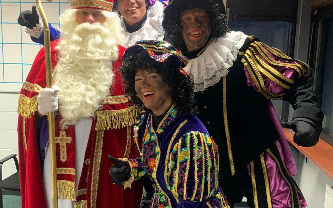 Sinterklaas en zijn pieten op 't Skitteljacht
